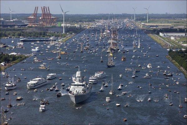 водный праздник амстердам.jpg