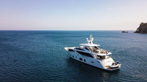 30m-exterior-white-hull-my-bandazul-3-1170x658.jpg